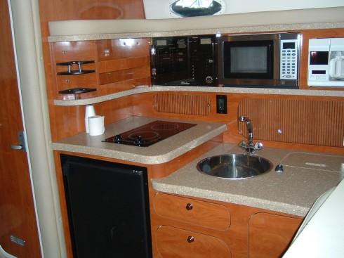 bateau moteur occasion rinker 342 fiesta vee 34 pieds 10 4 m tres 2005 int rieur du bateau. Black Bedroom Furniture Sets. Home Design Ideas